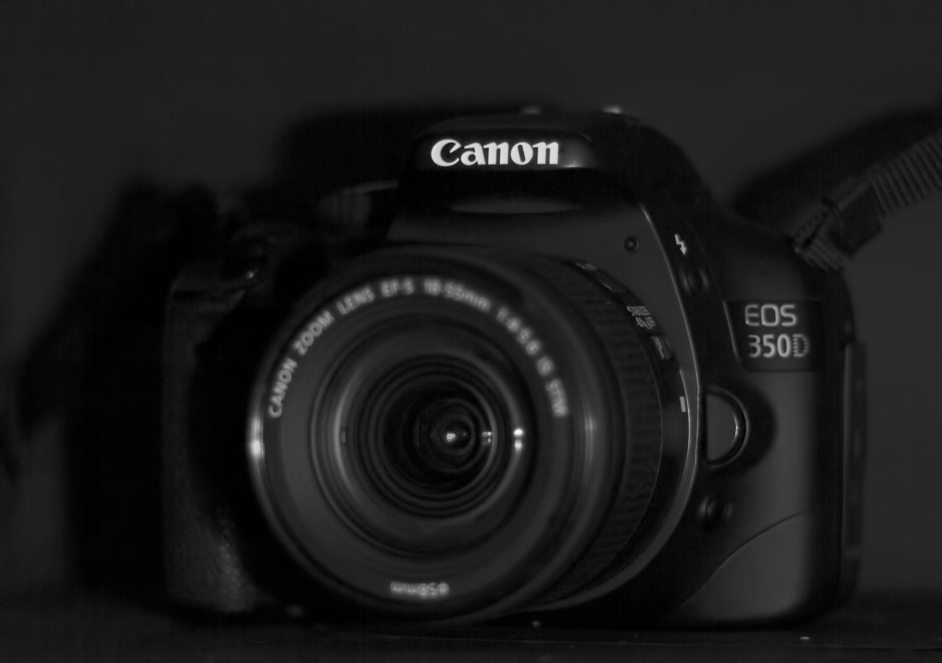 Canon 350D DSLR camera