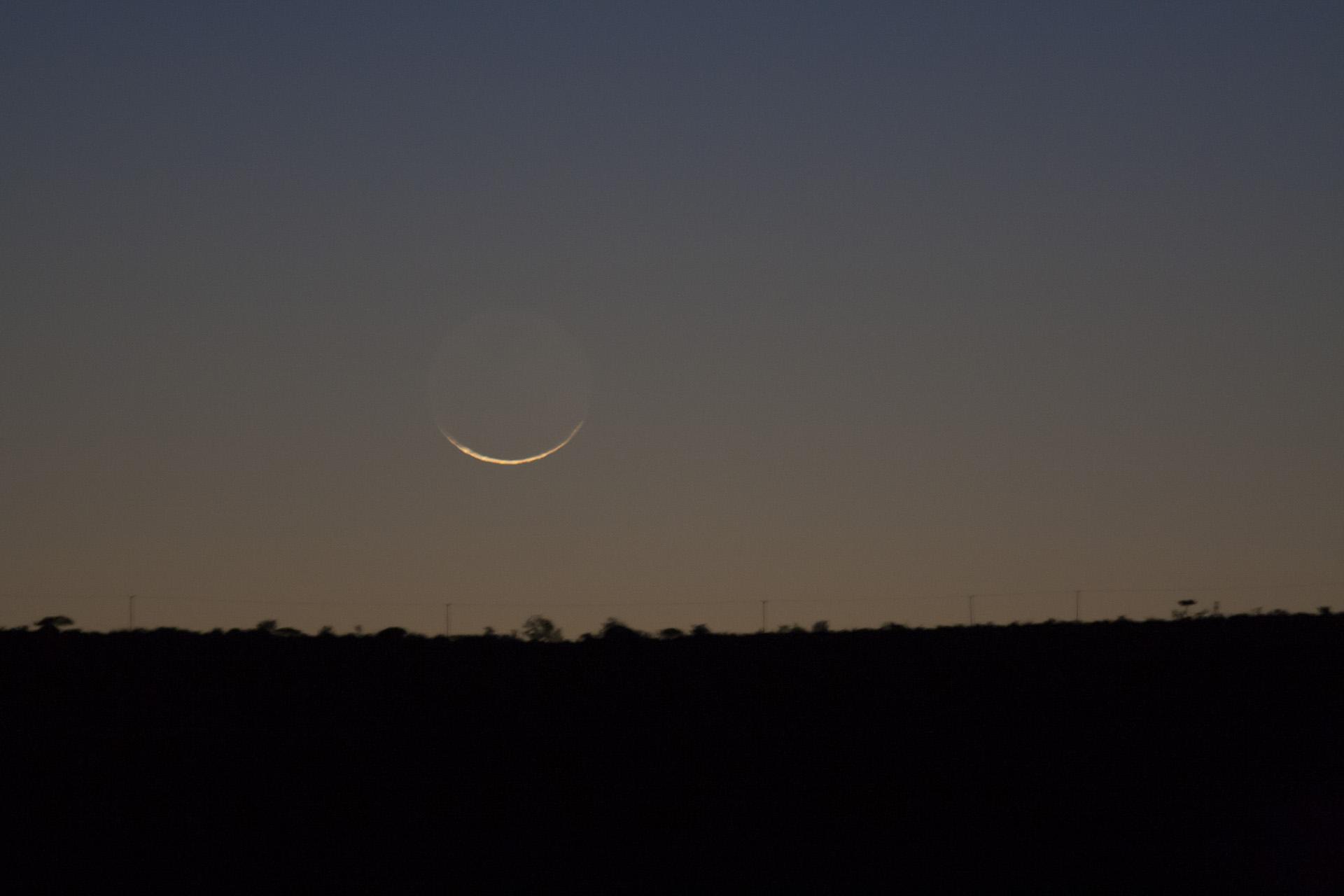 Holdsarló 26 órával újhold elött